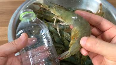 大蝦冷凍保存時,直接放冰箱就錯了,教你1招,跟鮮蝦一樣好吃