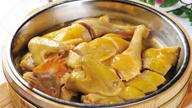 客家蒸雞正宗做法,雞肉嫩滑,口感鮮美,一點不腥,越吃越上癮