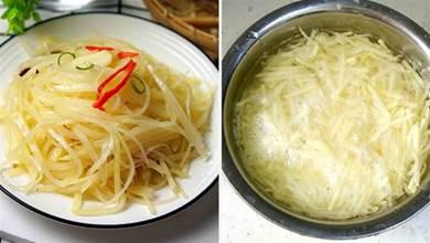 炒土豆絲時,焯水還是泡水?廚師:用對方法,土豆絲清脆不粘鍋