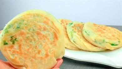 1碗麵粉,一把小蔥,無需發麵,快速做蔥花餅,餅皮薄脆不跑餡