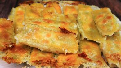 鍋貼該用麵粉水還是澱粉水?大廚教你正確做法,金黃酥脆,太香了