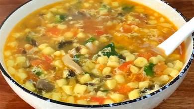 做疙瘩湯時,別用筷子攪了,學會1個技巧,個個圓溜溜,太好喝了