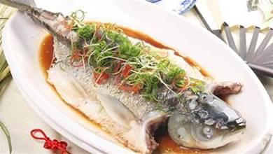 清蒸魚怎麼做才不會腥,廚師長教一個小秘方,魚一點都不腥了