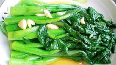 炒青菜時,最忌直接下鍋炒,大廚:記住這3步,青菜又脆又好吃