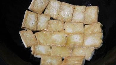 煎豆腐不碎不粘鍋的技巧,教你小秘訣,金黃酥香,一大盤都不夠吃
