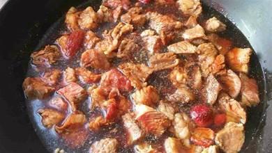 紅燒牛肉,有人焯水,有人直接燒,教你正確方法,牛肉紅亮又鮮嫩