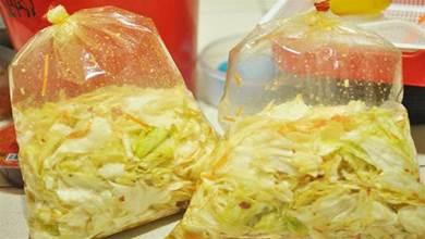 老爸用高麗菜,做的泡菜酸甜爽口,做法超簡單,真是名副其實的下飯王