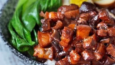 一斤五花肉,一個洋蔥,教你做正宗鹵肉飯,肉汁拌飯香極了