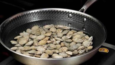 炒花蛤要不要焯水?大廚教你不外傳做法,吐沙乾淨鮮嫩入味