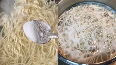 煮麵條,水開下鍋是大錯!大廚透露技巧,麵條勁道不起坨,超好吃