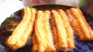 做油條,不用泡打粉,不用醒面,教您一招,快速發麵,蓬鬆還酥脆