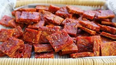 南瓜老吃法,在太陽下曬成南瓜幹,比牛肉幹還有嚼勁