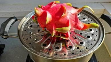 火龍果放在鍋裡蒸一蒸,原來這麼好吃,老媽60年第一次吃,太香了
