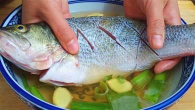 不管做什麼魚,千萬不要放鹽和料酒,教你一招,魚肉鮮嫩沒腥味