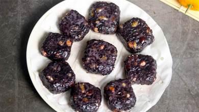 花生和黑米是絕配,上鍋蒸一蒸,鮮甜軟糯,比吃肉還解饞