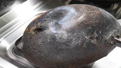 不管鍋底油垢多髒多厚,只要撒一把,舊鍋馬上變新鍋,太厲害了
