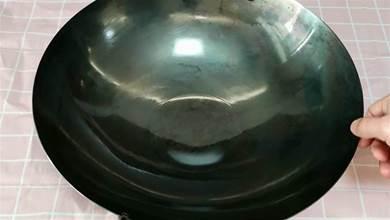 新鐵鍋千萬別直接燒,等於吃掉了塗層,大廚正確開鍋不生銹不粘鍋