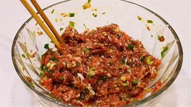調肉餡,切記別加料酒去腥,牢記「鹽水油」口訣,鮮美多汁不油膩
