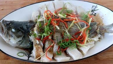 這才是清蒸魚的正確做法,鮮嫩可口,好吃無腥味,方法超簡單