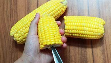 剝玉米有竅門,1把剪刀簡單一轉,2分鐘能剝一大盤,太實用