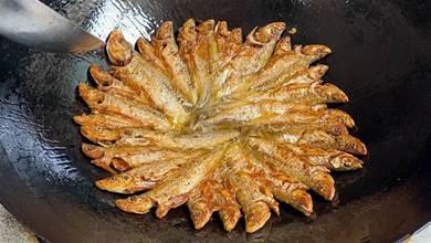 無論煎什麼魚,切記不要直接下鍋,學會這個方法,不破皮也不粘鍋
