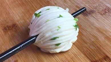 原來花卷的做法這麼簡單,一根筷子就能搞定,蓬鬆柔軟,層次分明