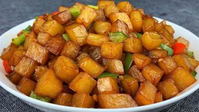 土豆這樣做真好吃,過年拿它來招待客人,比紅燒肉受歡迎,太香了