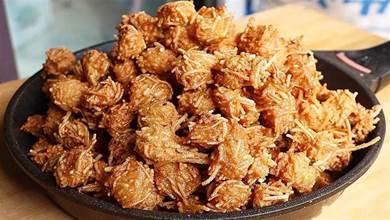 年夜飯丸子好吃做法,1把粉條2雞蛋,從外到裡又香又脆,能炒菜能做湯,人間美味