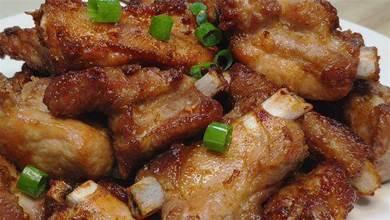 年夜飯做一道蒜香排骨,做法簡單方便,外酥裡嫩,大人小孩都愛吃