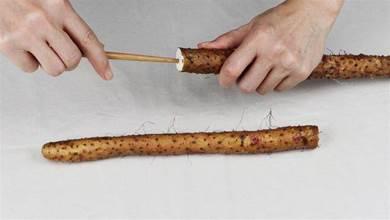 原來給山藥去皮如此簡單,只需一根筷子就解決,方法簡單還不手癢