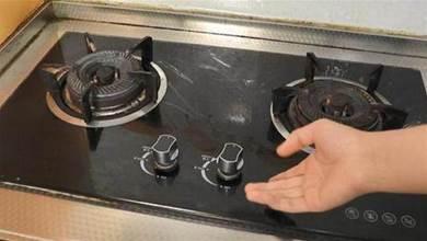 不管家裡多有錢,雙灶燃氣灶左邊不能炒菜,我也剛知道,轉達家人