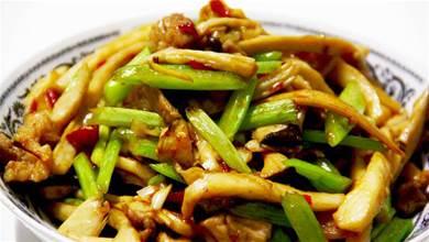 為啥很多飯店把芹菜炒杏鮑菇當做招牌菜?試著炒一次,真能吃上癮