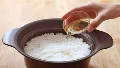 煮米飯別只放水,教你5星飯店秘訣,蒸的米飯更好吃,香甜又鬆軟