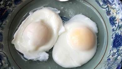 煮荷包蛋時,牢記1個妙招,圓潤完整又滑嫩,不粘鍋底也不散花