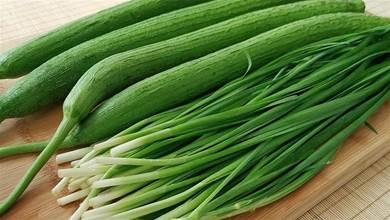 絲瓜別炒著吃了,加一把韭菜,比肉還香,好吃到你不想放下筷子