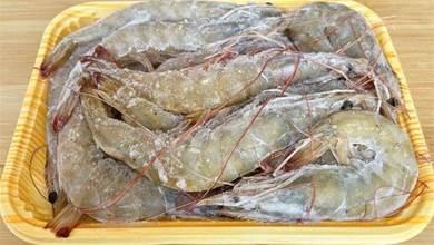 煮凍蝦時,切記不要直接下鍋,多加一步,蝦肉不腥不柴,太鮮嫩了