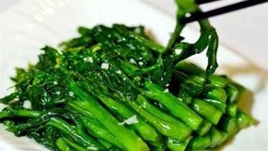 不管炒什麼青菜,都不要直接下鍋炒,牢記3個小技巧,翠綠好吃不發黑