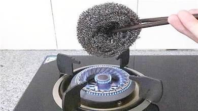 鋼絲球為什麼要放在火上烤一烤,原理用途這麼厲害,早學會就好了