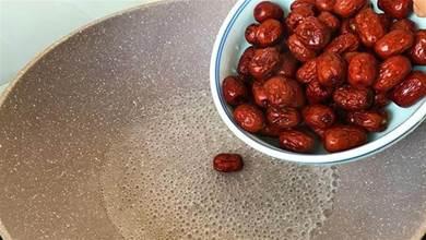 把紅棗倒滾燙的開水裡,瞬間變美食,無油無糖很健康,全家都愛吃