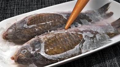 不管解凍什麼魚,切記別用水泡,大廚教我一招,省錢省力省時間