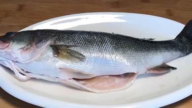 蒸鱸魚時,牢記「2不放 加3樣」訣竅,鱸魚鮮嫩不腥,潔白營養